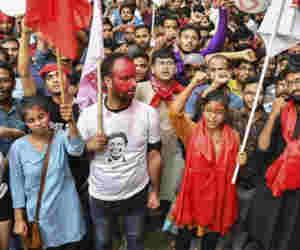 चुनाव परिणाम के बाद JNU में  तनाव,  कैंपस में प्रदर्शन व बाहरी लोगों के प्रवेश पर रोक