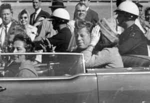 जॉन एफ कैनेडी : आज के दिन अमेरिका ने खोया था अपना सबसे चहेता और युवा राष्ट्रपति