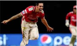 जिम में एक्सरसाइज कर रहे इस इंटरनेशनल क्रिकेटर पर गिरी मशीन, फट गया सिर