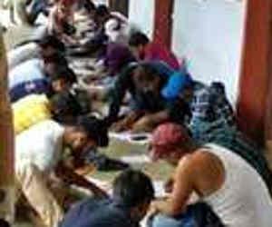 बिहार में तो ऐसे बनते हैं ग्रेजुएट : जेपी विश्वविद्यालय में सामूहिक नकल