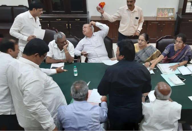 कर्नाटक संकट : सुप्रीम कोर्ट बागी विधायकों की याचिका पर 17 जुलाई को सुनाएगा फैसला