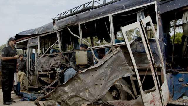 पाकिस्तान: आत्मघाती हमला,11 जवानों की मौत