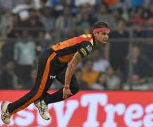 10 साल पहले कोहली से ज्यादा चर्चित था ये गेंदबाज, IPL स्टार बनकर आया टीम इंडिया में