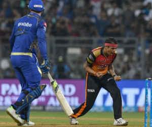 10 साल पहले कोहली से ज्यादा चर्चित था ये गेंदबाज, IPL में विकेटों की झड़ी लगाई मगर टीम इंडिया में जगह कभी नहीं पाई