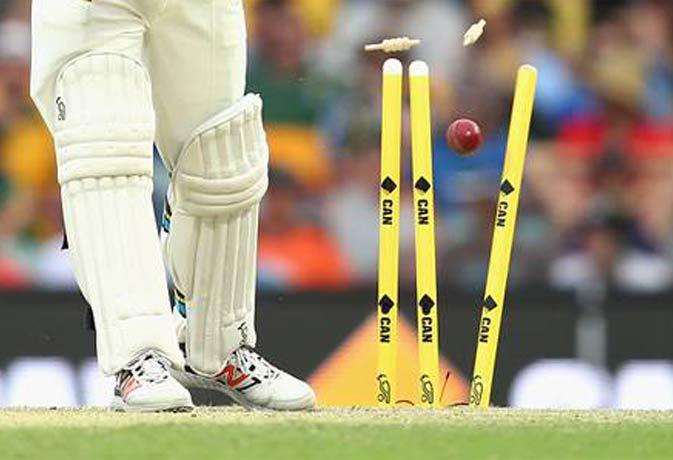 Kevan James का अनोखा रिकॉर्ड: चार गेंद में चार विकेट फिर लगाया शतक