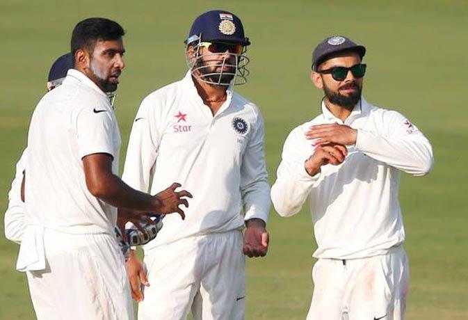 हैदराबाद टेस्ट में विराट से हुई गलतियां, लोगों को याद आए धोनी