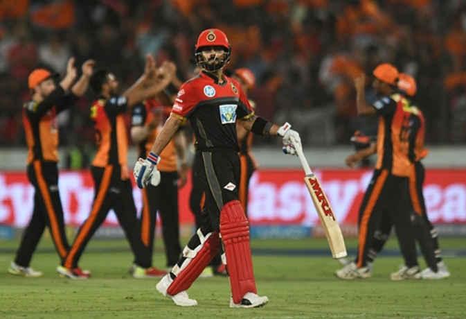 टीम इंडिया से बाहर चल रहे इस खिलाड़ी ने कोहली का कैच पकड़कर RCB को IPL से बाहर कर दिया