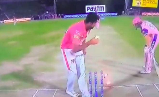 ipl 2019 : आउट होने से बचने के लिए क्रीज पर बैठ गए कोहली,गेंदबाज रह गए देखते