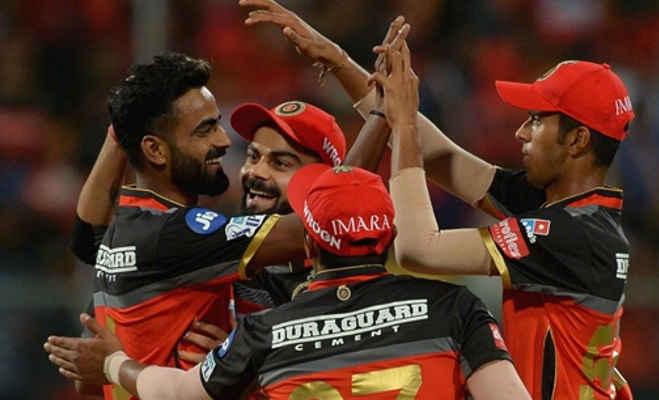 ipl 2018 : कोहली के साथ आईपीएल खेल रहा यह खिलाड़ी कभी था वेटर,आज है क्रिकेटर