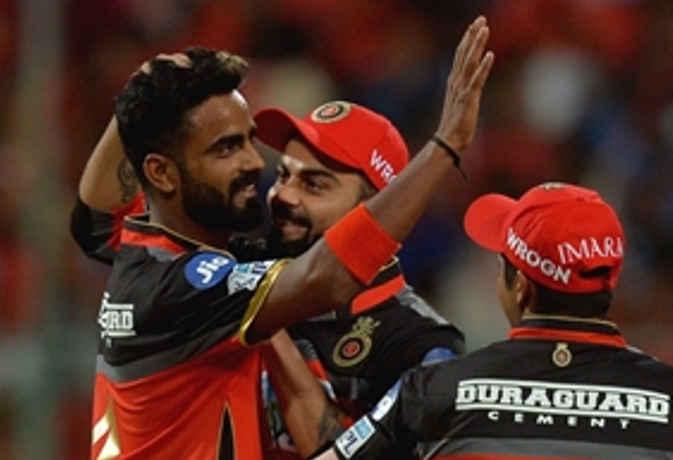 IPL 2018 : कोहली के साथ आईपीएल खेल रहा यह खिलाड़ी कभी था वेटर, आज है क्रिकेटर