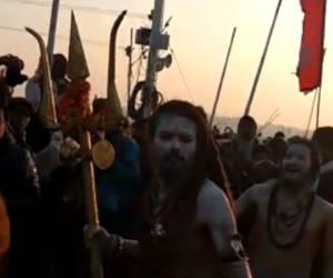 प्रयागराज कुंभ 2019 : शस्त्र, शास्त्र आैर शाही स्नान से कुंभ आरंभ, तस्वीरों में दुनिया का सबसे बड़ा आयोजन