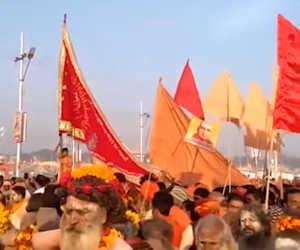प्रयागराज कुंभ 2019 : धरती पर उतरा देवलोक, पहले शाही स्नान के अनोखे नजारे