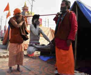 प्रयागराज कुंभ 2019 : आए तरह-तरह के साधू, कोर्इ हठ-योगी तो सह-योगी