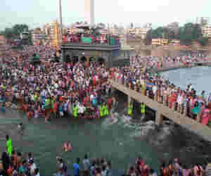 कुंभ : संतों की इच्छा शाही स्नान पर हो हेलीकॉप्टर से पुष्प वर्षा, सुविधाआें को लेकर सीएम को दिए ये सुझाव