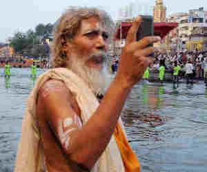 कुंभ 2019 : दस करोड़ लोगों को मोबाइल पर भेजा गया कुंभ का आमंत्रण