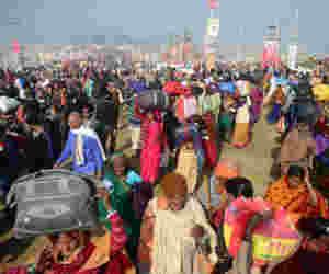 प्रयागराज कुंभ 2019 : आम जनता पैदल तो अधिकारियों के अपने पहुंचे फोर व्हीलर्स से