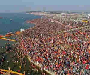 प्रयागराज कुंभ 2019 : दिव्य कुंभ का भव्य आगाज, दो करोड़ लोगों ने लगार्इ संगम में डुबकी