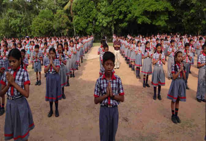 हिंदी में प्रार्थना कराने वाले इन विद्यालयों के खिलाफ याचिका दायर, SC ने मांगा जवाब