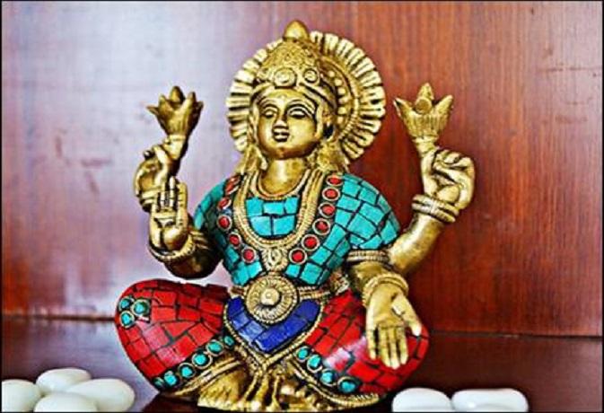 राशिनुसार शुक्रवार को ऐसे करें महालक्ष्मी की पूजा,कभी खाली नहीं रहेगी तिजोरी