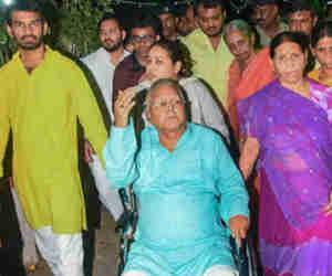 बड़े बेटे की शादी में लालू ने संभाली कमान! राहुल, प्रियंका और अखिलेश यादव समेत दर्जनों दिग्गज करेंगे शिरकत