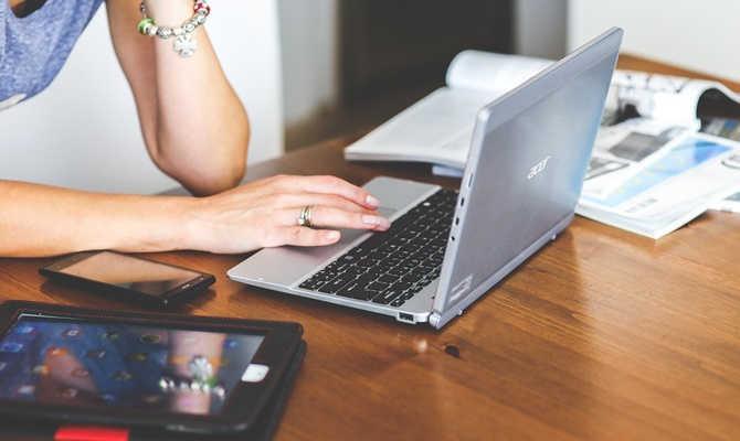 लैपटॉप खरीदने की सोच रहे हैं.. तो इन 5 बातों को भूलना मत
