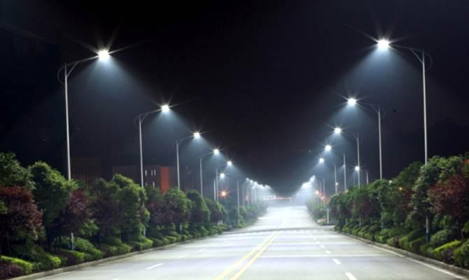 यूपी: कम वॉट की स्ट्रीट लाइट्स लगाकर किया करोड़ों को घोटाला!