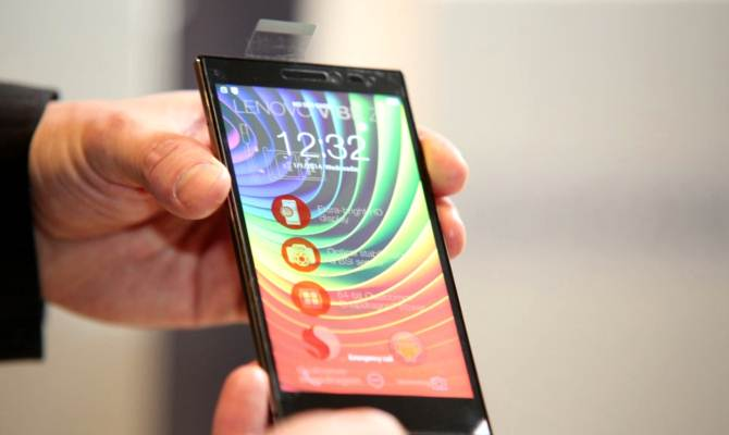 3 जीबी रैम, ट्रिपल कैमरा और फिंगर सेंसर से लैस Lenovo के इस फोन पर मिल रही है 3000 की फ्लैट छूट
