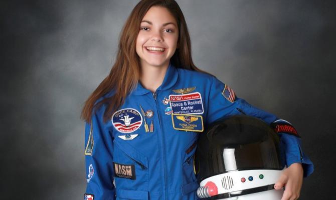 17 साल की ये लड़की मंगल पर जाने वाली पहली इंसान होगी! तभी तो नासा के साथ जुटी है मिशन की तैयारी में
