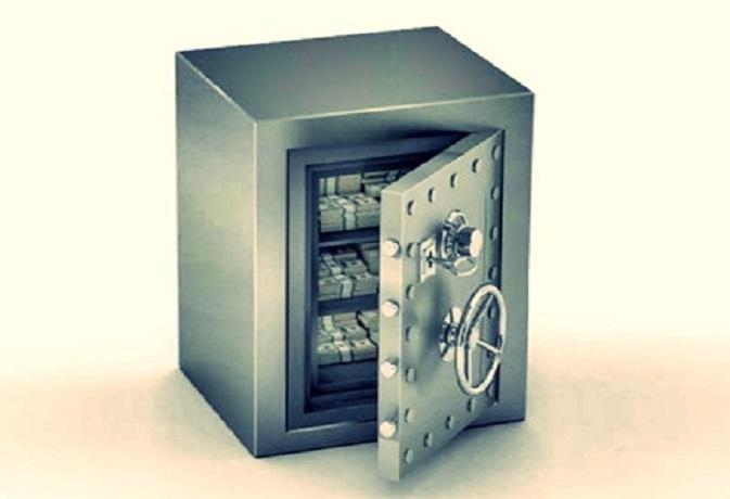 आलमारी या तिजोरी के वास्तु दोष से भी रहती है पैसों की तंगी,करें ये 8 आसान उपाय
