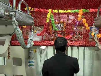 Kashi Mahakal Express में 'पूजा' के लिए रिजर्व नहीं कोई बर्थ, IRCTC की सफाई