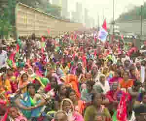 महाराष्ट्र : मुंबर्इ में हजारों किसान कर रहे विराेध-प्रदर्शन, ये हैं अन्नदाताआें की मांगे