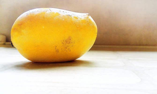 बरेली : केमिकल से पका आम खाने से हुई बच्ची की मौत, फल विक्रेता को खोज रही पुलिस