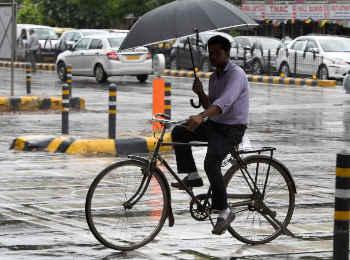 मौसम : उत्तर भारत में भारी बारिश, राजस्थान और मध्य प्रदेश में रेड अलर्ट