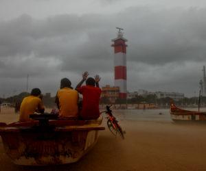 मौसम : तटीय इलाकों में आंधी-तूफान की चेतावनी, उत्तर भारत में घने कोहरे से विजिबिलिटी घटी