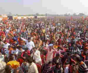 अयोध्या : उम्मीद से ज्यादा उमड़ी भीड़, विहिप गदगद