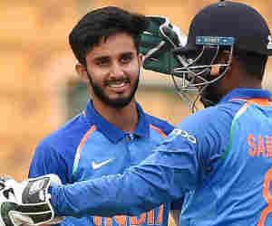 टीम इंडिया में शामिल हुआ वो गेंदबाज, जिसने पहली गेंद पर लिया था धोनी का विकेट