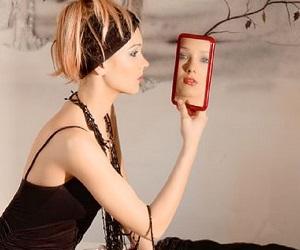 वास्तु टिप्स: सुबह उठते ही आईने में ना देखें चेहरा, खराब बीतेगा दिन, जानें ऐसी 6 बातें