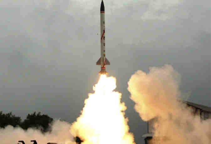 स्मार्ट एंटी एयरफिल्ड वेपन व मिसाइल हेलिना का पोखरण में सफल परीक्षण, रक्षामंत्री ने दी बधार्इ