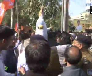 मध्य प्रदेश : एक आैर बीजेपी नेता का मर्डर, भाेपाल में सीएम के खिलाफ हो रहा विरोध प्रदर्शन