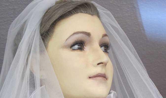 जानें क्यों मोम के पुतले में दफन है दुल्हन