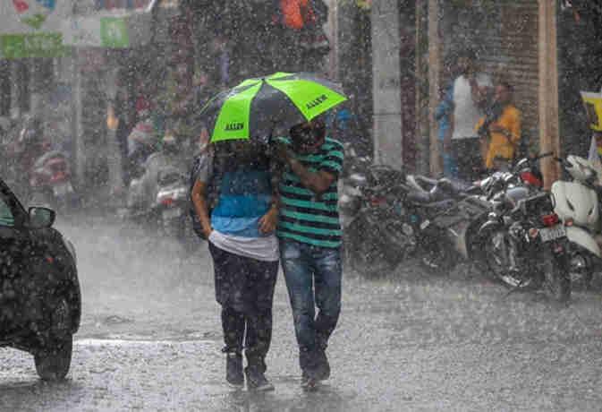संडे को इन इलाकों में होगी भारी बारिश, घर से निकलने से पहले जान लें मौसम का हाल