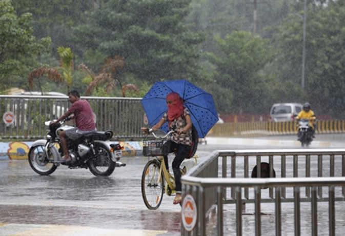 माैसम : यूपी-बिहार में गरज-चमक संग बाैछार,केरल में भारी बारिश को लेकर रेड अलर्ट