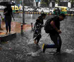 मौसम : चक्रवात का असर, दक्षिण भारत में गरज के साथ भारी बारिश