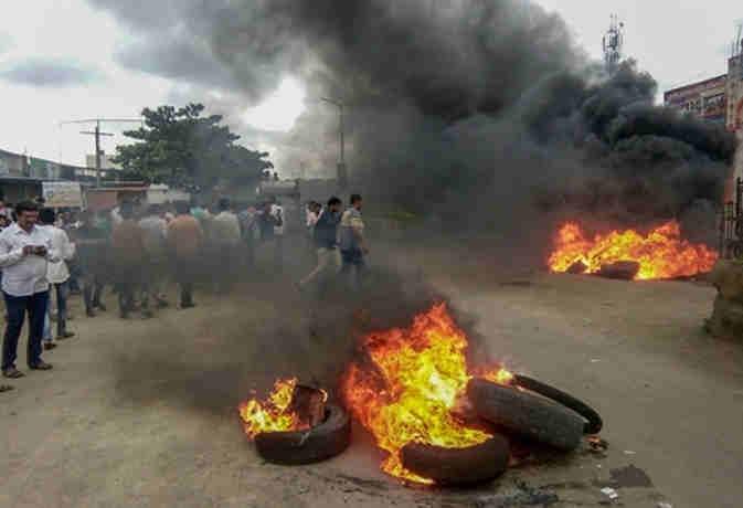 आरक्षण की मांग : हिंसक हुआ महाराष्ट्र बंद ,  मुंबर्इ समेत कर्इ शहरों के बिगड़े हालात रोकी गर्इ इंटरनेट सेवा