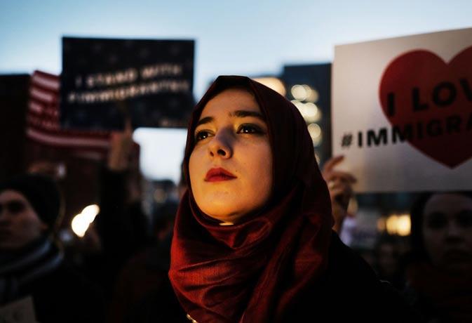 मुस्लिम देशों के नागरिकों पर रोक के ट्रंप के आदेश पर कोर्ट का स्टे