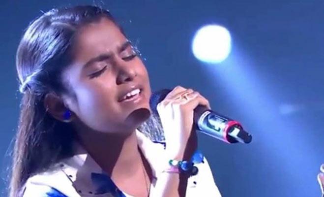 46 मौलवियों के फतवे के खिलाफ लड़ने वाली गायिका नाहिद आफरीन का यह ग्लैमरस अंदाज देखा क्या?
