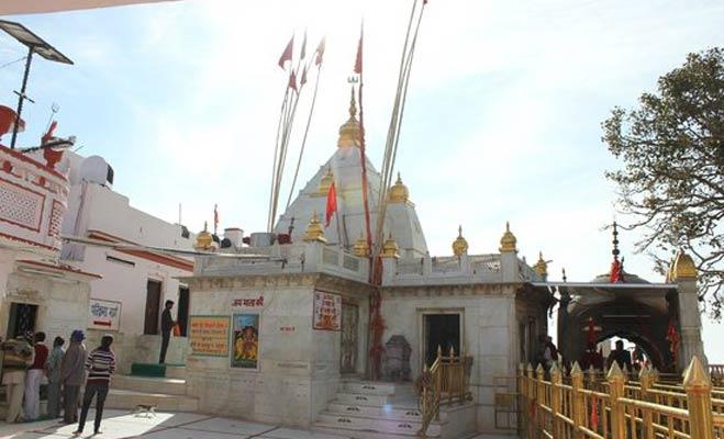 नैना देवी शक्तिपीठ: इस जगह महिषासुर हुआ था मां दुर्गा पर मोहित