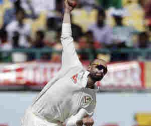 जब पिच बनाने वाला बन गया दिग्गज गेंदबाज, डेब्यू मैच की पहली गेंद पर चटकाया था विकेट