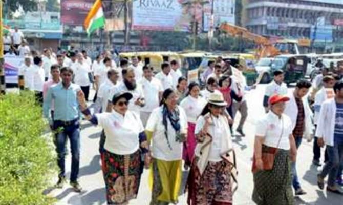 यूपी: नेशनल मेडिकल कमीशन बिल के विरोध में डॉक्टर्स ने किया भारी भरकम रोड शो