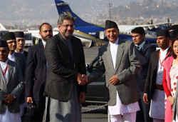 कारोबारी रिश्ते को मजबूत बनाने नेपाल पहुंचे पाकिस्तानी प्रधानमंत्री शाहिद खाकान अब्बासी